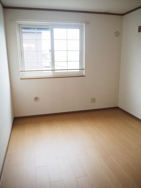 物件番号: 1110309941 ヴィラ・アミティⅡ  富山市西荒屋 2LDK アパート 画像8