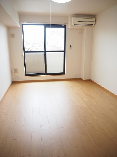 物件番号: 1110309984 ヴィアーレ秋吉  富山市秋吉 1K アパート 画像1