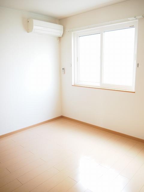 物件番号: 1110309507 プラシードT・Ⅱ  富山市高屋敷 2LDK アパート 画像4