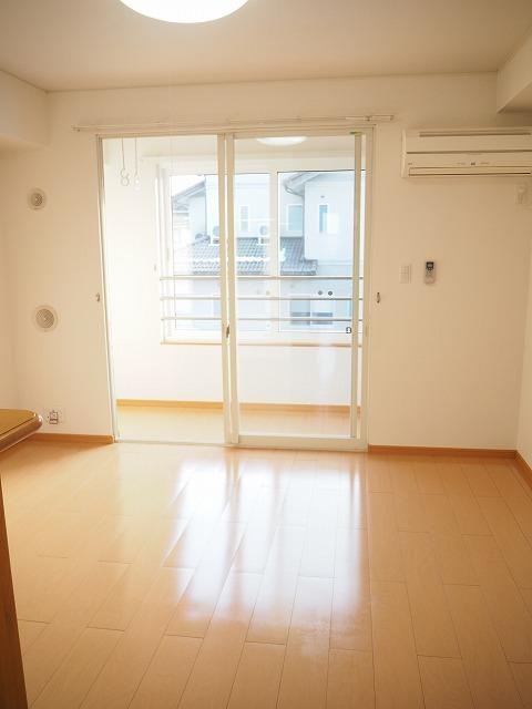 物件番号: 1110309530 クロンドールⅠ  富山市布瀬本町 1LDK アパート 画像1