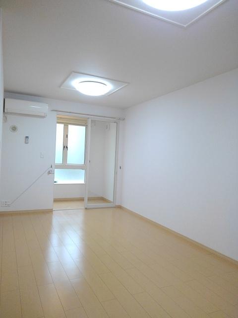物件番号: 1110309554 グランMIKI 1  富山市清水町8丁目 1LDK アパート 画像1