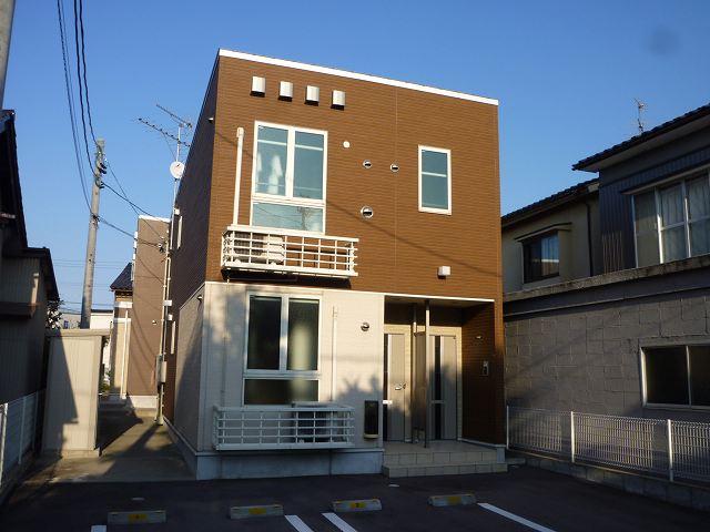 物件番号: 1110309554 グランMIKI 1  富山市清水町8丁目 1LDK アパート 外観画像