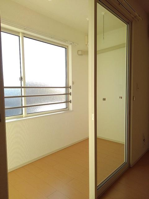 物件番号: 1110309583 ニューシティ下堀Ⅱ  富山市下堀 3LDK アパート 画像9