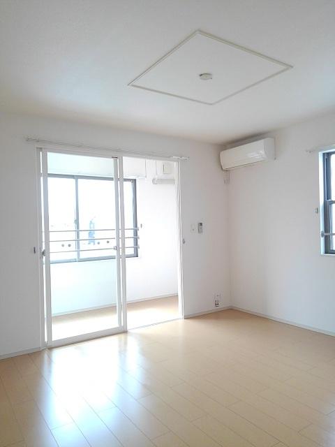 物件番号: 1110309602 ドゥ・ファミーユA  富山市常盤台 3LDK アパート 画像1