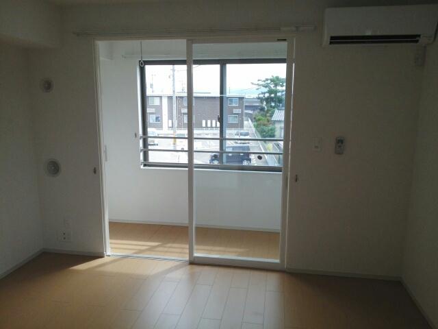 物件番号: 1110309604 アルナージュ  富山市常盤台 1LDK アパート 画像1