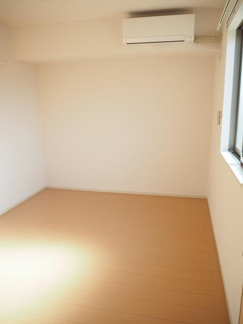 物件番号: 1110309918 ヴァン・グラースⅡ  富山市米田町1丁目 1LDK アパート 画像4