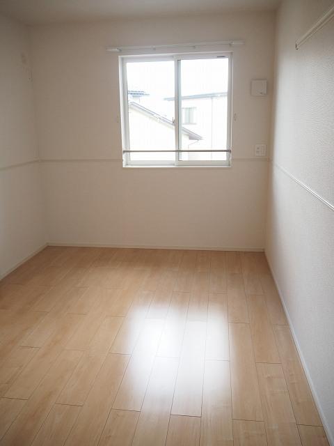 物件番号: 1110309950 ヴィントプラッツⅠ  富山市中川原 2LDK アパート 画像4