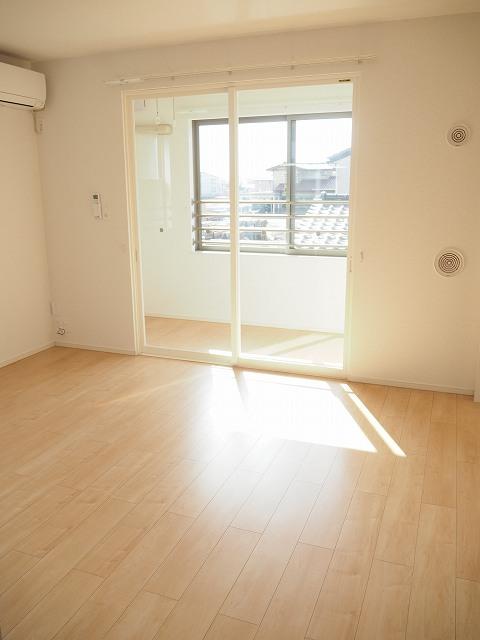 物件番号: 1110309964 ヴィー・ボヌールⅢ  富山市向新庄町1丁目 3LDK アパート 画像1