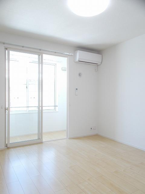 物件番号: 1110309892 ルフレ ISSA 一茶  富山市山室荒屋 1K アパート 画像1
