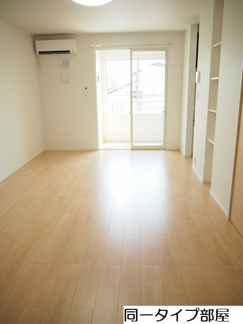 物件番号: 1110309882 シャルマンⅣ 富山市山室荒屋 1LDK アパート 写真2
