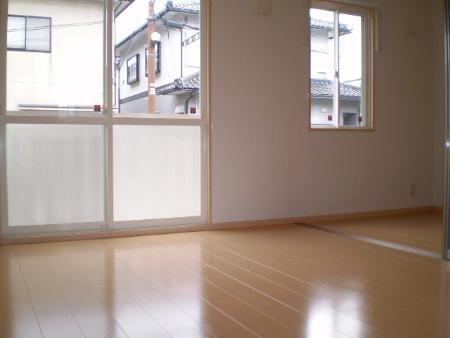 物件番号: 1110310082 アムゥル松田 富山市向新庄町4丁目 1LDK アパート 写真2